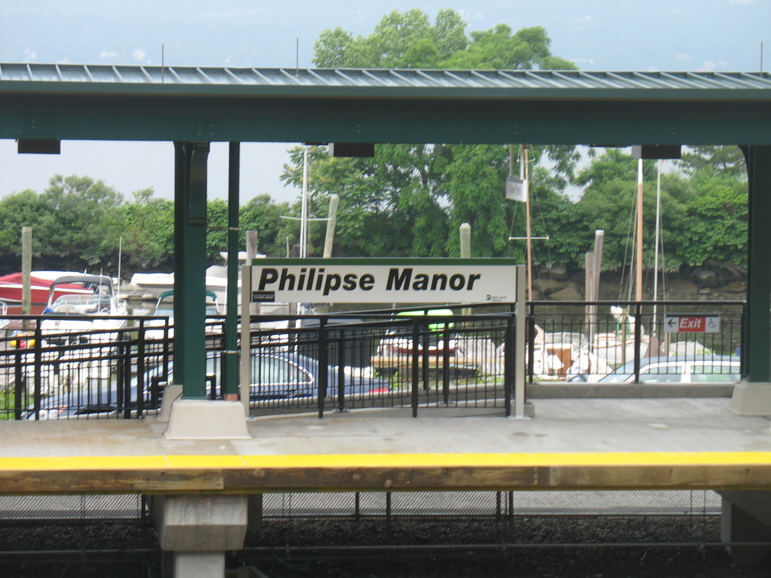 Philipse Manor Metro North Station
